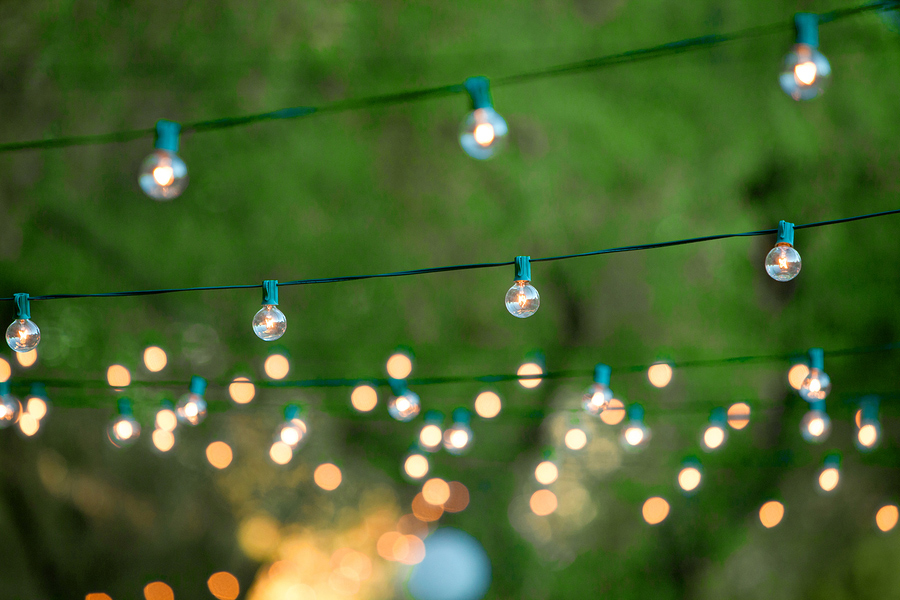 hanging-lights-for-backyard-party
