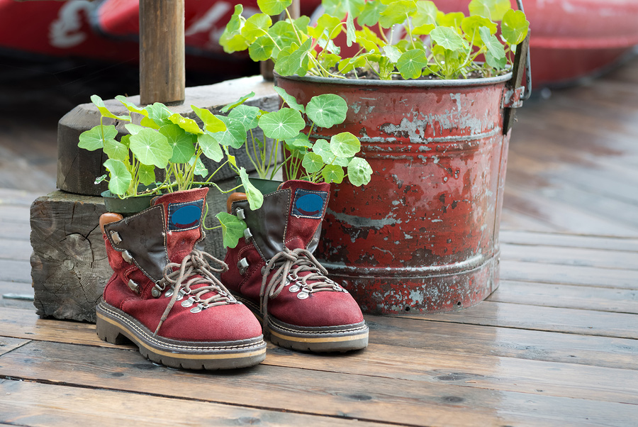 creative-planter-from-childs-hiking-boots