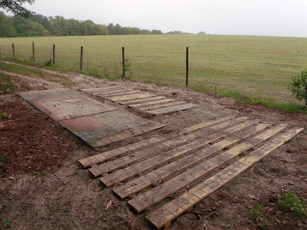 Upcycling pallets for a driveway