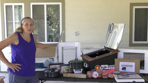 Easy outdoor kitchen: cook with the sun using a sun oven!