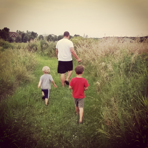 kids-gardening-dadandboys